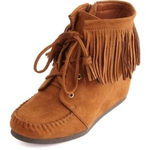 Buckle Brand Tan Moccasin Fringe Wedged Booties